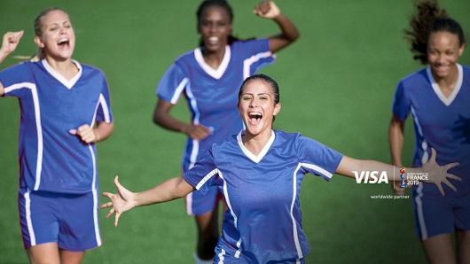 Visa da voz a historias de mujeres futbolistas en una campaña global