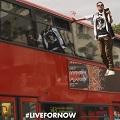 Pepsi Max sorprende en las calles de Londres con un mago que levita junto a un autobús