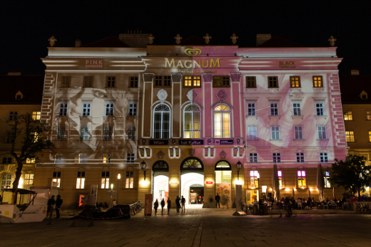 Magnum tiñe de rosa y negro monumentos europeos