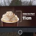 McDonald's instala en Canadá una valla que ofrece información sobre las nevadas