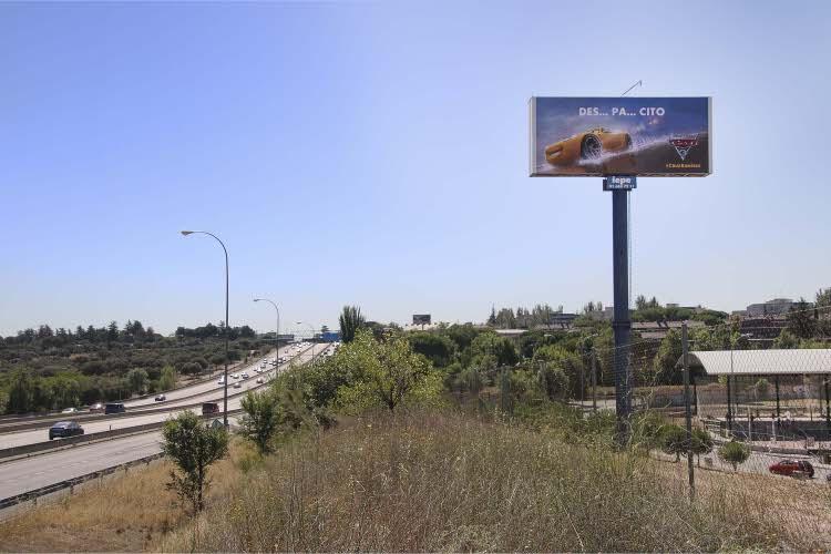 """La original campaña de exterior con la que se promociona """"Cars 3"""""""
