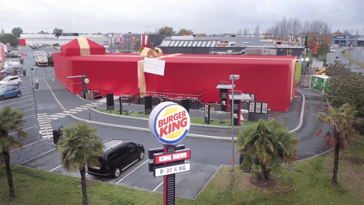 El sorprendente regalo de Burger King a su mayor fan de Facebook en Francia