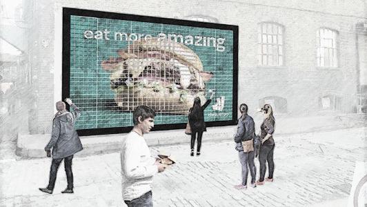 Deliveroo instala en Londres una valla hecha con hamburguesas