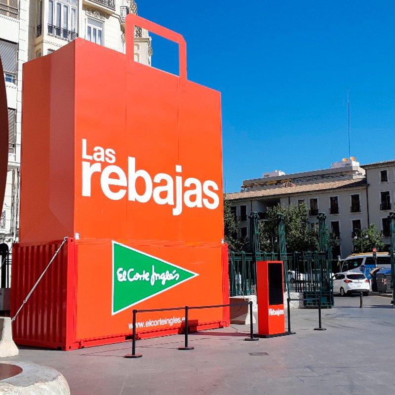 0e300c1eaaf ... de profundidad y estuvo presente el día de la presentación de la  campaña en Málaga. SCPF es la responsable de la campaña de rebajas que está  en emisión.