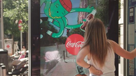 Coca-Cola refresca las marquesinas de Madrid con realidad aumentada